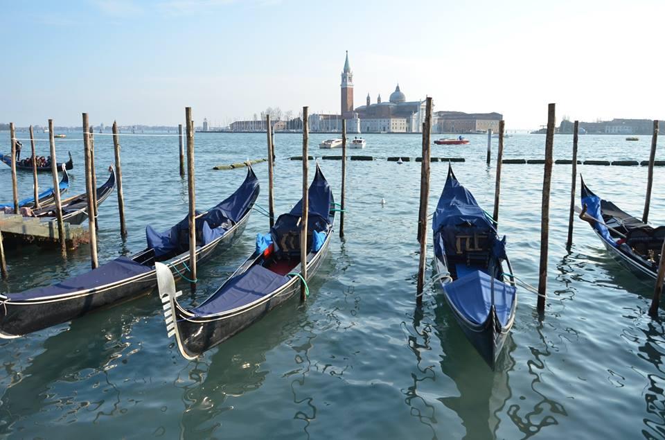 Wenecja, gondole inasi uczniowie